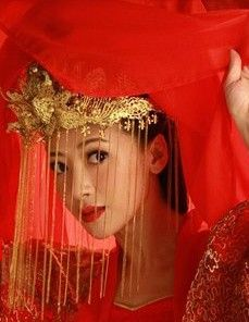 Ancient Chinese Wedding Brides Phoenix Coronet rental set traditional buy purchase on sale shop supplies supply sets equipemnt equipments Art Magique, Chinese Bride, Beauty Shots, Chinese Clothing, Hair Ornaments, Headdress, Traditional Outfits, Pretty Outfits, Red Color