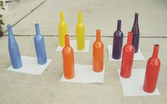 DIY-colorful-pop-art-wine-bottle-vases - could give advice on how to paint the glass Wine Bottle Centerpieces, Wine Bottle Vases, Beer Bottle, Bottle Painting, Spray Painting, Spray Painted Bottles, Paint Bottles, Spray Paint Cans, Bottle Crafts