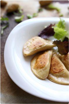 Pierogi (raviolis polonais à base de purée de pomme de terre au fromage blanc) (recette de la pâte incluse)
