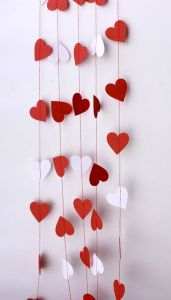 Decoration,Lovely Garland Valentine Decor With White And Red Paper Material Feat Heart Shape Cutting Paper Combine With Red String To Hanging,Sweeties Garland Valentine Decorated Ideas Valentines Day Party, Valentines Day Decorations, Valentine Day Crafts, Happy Valentines Day, Holiday Crafts, Valentine Banner, Valentinstag Party, Saint Valentine, Photo St Valentin