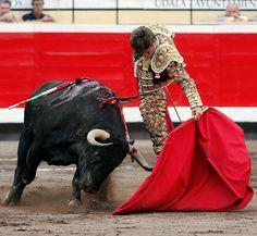 Extraordinario natural de El Juli al quinto toro de la corrida de...