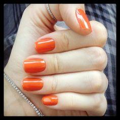 Acesse nosso site e veja esse e outros tons lindos de laranja para deixar suas unhas ainda mais charmosas!!! Clique aqui: www.lojadeesmaltes.com.br