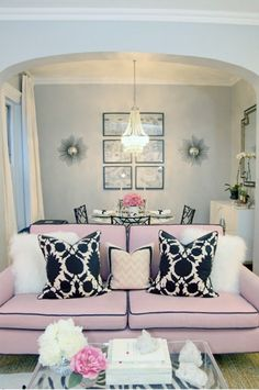 Fabulous mix of modern rococo and Hollywood regency! Love the colors, very relaxing.