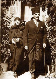 Mustafa Kemal Atatürk - Wikipedia, the free encyclopedia Ottoman Turks, Turkish Army, The Legend Of Heroes, The Valiant, The Turk, Great Leaders, Ottoman Empire, Western Dresses, Photo Black