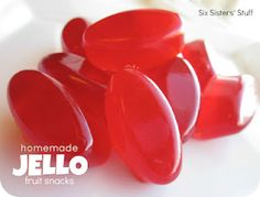 Frugal-Freebies.com: This recipe uses gelatin and the texture ends up like fruit snacks. No, they don't need to be refrigerated! Photo credit: sixsistersstuff.com