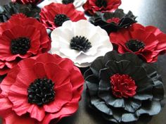 Paper Poppy Flowers! Poppy Red Pantone Color of the Year for Spring 2013 #weddings #pantone #etsy Find more inspiration at www.3d-memoirs.com - Best in Wedding Blogs