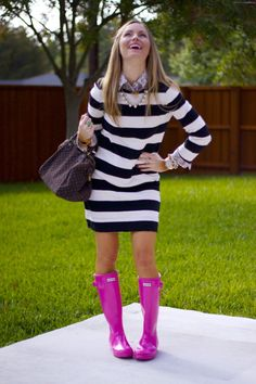 52 Stunning Casual Style Outfits To Look Cool And Fashionable – New York Fashion New Trends Pink Hunter Boots, Hunter Boots Outfit, Pink Boots, Casual Winter Outfits, Spring Outfits, Outfit Winter, Fashion Models, Fashion Clothes, Rain Boots Fashion