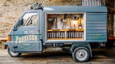 See the mobile bubbly bar, The Prosecco Van by Bubble Bros. UK that travels to parties with prosecco on tap. Food Trucks, Foodtrucks Ideas, Bar On Wheels, Prosecco Van, Piaggio Ape, Happy City, Bubbly Bar, Champagne Bar, Ice Cream Van