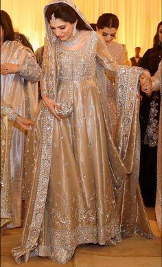 Nikkah Dress, Shadi Dresses, Pakistani Formal Dresses, Pakistani Wedding Outfits, Pakistani Dress Design, Asian Bridal Dresses, Wedding Dresses For Girls, Bridal Outfits, Indian Bridal Lehenga