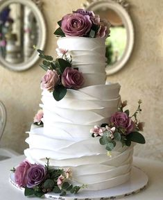 wedding cakes elegant / wedding cakes - wedding cakes elegant - wedding cakes simple - wedding cakes rustic - wedding cakes with cupcakes - wedding cakes unique - wedding cakes elegant romantic - wedding cakes vintage Burgundy Wedding Cake, Floral Wedding Cakes, Elegant Wedding Cakes, Beautiful Wedding Cakes, Wedding Cake Designs, Beautiful Cakes, Dream Wedding, Cake Wedding, Wedding Ceremony