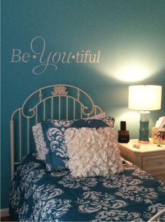 Would be cool for a 'tweener girl room. Six Sisters' Stuff: Quote The Walls Giveaway (And Last Week's Winner)