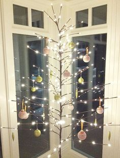 Top Minimalist And Modern Christmas Tree Decor Ideas Christmas means lots of fun and some unique decor ideas for your home. Modern interiors demand minimalist yet contemporary Christmas decoration. And, it starts with [. Unique Christmas Trees, Alternative Christmas Tree, Decoration Christmas, Noel Christmas, All Things Christmas, Christmas Cactus, Christmas Island, Outdoor Christmas, Rustic Christmas