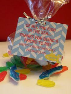 Gummy fish DIY themed Valintine's day card #chaosandgloss.com #school