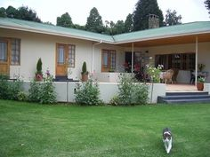 Albizia House Bed and Breakfast - Albizia House Bed and Breakfast is situated in the Southern Drakensberg on the edge of the picturesue Himeville Village. We have 3 en suite double rooms each with their own entrance off a large sociable .