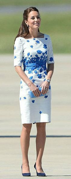 Moda azul e branco, Kate Middleton Looks Kate Middleton, Kate Middleton Dress, Lk Bennett Dress, Schneider, Royal Fashion, Dress Skirt, Dress Red, Sheath Dress, Blue Dresses