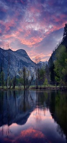 Sunrise in Yosemite National Park, California #BeautifulNature #Reflections #NaturePhotography #Nature #Photography #Sunsets #Lakes