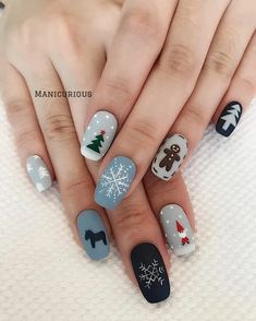 : 50 Gorgeous And Cute Christmas Square Nail Designs For The Coming Holiday - Page 13 of 50 - Chic Hostess - Nail Art Design Xmas Nail Art, Cute Christmas Nails, Christmas Nail Art Designs, Holiday Nail Art, Xmas Nails, Winter Nail Art, Christmas Time, Christmas Ideas, Red Christmas