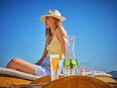 Aloe Sunscreen lets you soak in the sun without harmful rays wreaking havoc on your skin. This water-resistant formula offers SPF 30 broad spectrum protection against UVA and UVB rays. After Sun, Natural Facial, Natural Skin Care, Lotion, Forever Business, Best Skincare Products, Beauty Products, Top, Health