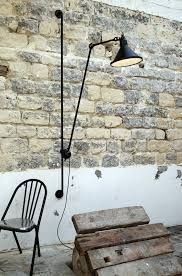 Creative Mid-Century Wall Lamp For Living Room Inspirations | www.delightfull.eu #delightfull #midcentury #uniquelamps #interiodesign #modernhomelighting #contemporarylighting