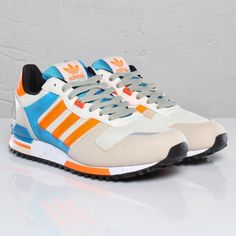 """""""It's not as common as some of Three Stripes' other classic runners, but it seems like whenever a new adidas Originals ZX 700 hits retailers, it's cause for celebration"""" .. my new """"babies"""" i love them! :D"""