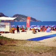 A acessibilidade permite a inclusão social das pessoas com deficiência ou mobilidade reduzida em vários ambientes. Os Jogos Cariocas de Verão incentivam e promovem o acesso durante o evento com o apoio da ONG. #adaptsurf #adapt #surf #beach #beachaccess #mobimat #bluecarpet #acessibilidade #praia #oijogoscariocasdeverao #jogoscariocasdeverao #rio #rio450 #rio2016 - www.mobi-mat.com