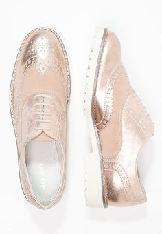 Pier One Schnürer - rose gold - Zalando. Oxford Shoes Outfit, Women Oxford Shoes, Casual Shoes, Ella Shoes, Me Too Shoes, Sock Shoes, Shoe Boots, Pier One, Wingtip Shoes
