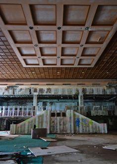 Grossinger Catskill resort hotel lobby