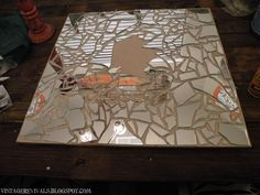 My large wall mirror broke. Instead of trashing it, I can recycle it with this idea! Mirror Mosaic, Mosaic Diy, Mirror Art, Mosaic Glass, Mirror Glass, Mirror Ideas, Glass Art, Recycled House, Recycled Art