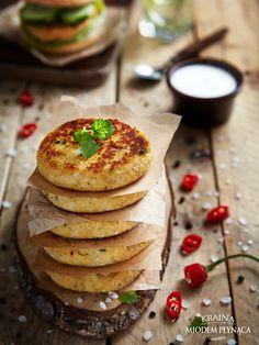 wegetariańskie kotlety z kalafiora Yummy Food, Yummy Recipes, Chili, Pancakes, Dinner, Baking, Breakfast, Hamburger, Polish