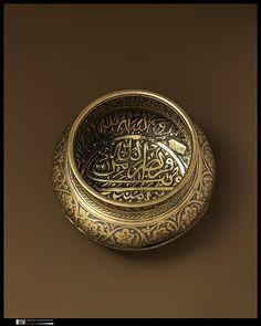Epigraphic Bowl, 1600, Deccan Arabic Calligraphy Art, Arabic Art, Islamic Art Pattern, Pattern Art, Monuments, Deco Paint, Bronze, Antique Bottles, Historical Art