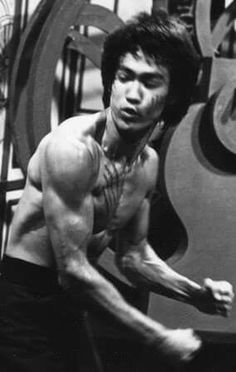 Martial Arts Movies, Martial Artists, Bruce Lee Poster, Bruce Lee Training, Bruce Lee Martial Arts, Jeet Kune Do, Bruce Lee Photos, Brandon Lee, Enter The Dragon
