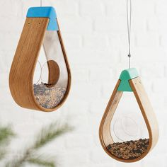 English Oak Bird Seed Feeder with colourful top holder and unique teardrop shapeThe top fixing hat is available in the following colours to compliment any garden or outdoor space: Sky Blue, Leaf Green, Blossom Pink & Sunflower Yellow Created from steam bending a single piece of Oak. Clear perspex middle with window holes for easy feeding will encourage birds into the garden throughout the year. These feeders are designed to have as little environmental impact as possible. The wood is sou...