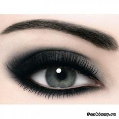 Dark eye shadow Visit my site Real Techniques brushes -$10 http://www.videobash.com/video_show/real-techniques-by-samantha-chapman-10-1710541 #makeup #makeupbrushes #realtechniques #realtechniquesbrushes