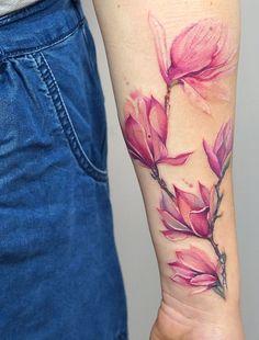 Aquarell-Tattoos verwandeln Ihren Körper in eine lebendige Leinwand - Blumenaquarelltattoo © Tätowierer TATTOO ТАТУ ТЮРПЕКО МАРЬЯ 💗✨💗✨💗✨ - tattoo discret femme rose designs ideas tattoo Hand Tattoos For Women, Tattoo Designs For Women, Body Art Tattoos, Sleeve Tattoos, Tatoos, Aquarell Tattoos, Rosen Tattoos, Tattoo Und Piercing, Floral Tattoo Design