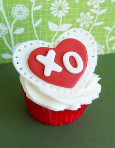 33 Lovely Valentine Cupcake Ideas - Snappy Pixels