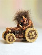 Auf Traktor 15cm Gnome, Wooden Toys, Norway, Tractor, Figurine, Wooden Toy Plans, Wood Toys, Woodworking Toys