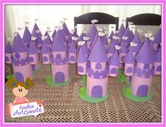 Zuziba Artesanato: Centro de Mesa Castelo das Princesas Toilet Paper Roll Crafts, Paper Crafts, Diy Crafts, School Worksheets, Princesas Disney, Spring Crafts, King Queen, Diy For Kids, Drink Sleeves