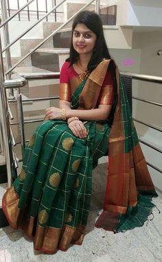 Silk Saree Blouse Designs, Saree Blouse Patterns, Kurti Designs Party Wear, Party Wear Sarees, Dress Designs, Indian Silk Sarees, Indian Beauty Saree, Sneha Saree, Sarees For Girls