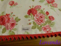 Mantel fondo en blanco con rosas