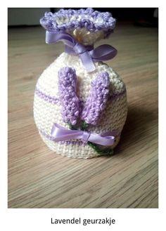 Lavendel geurzakje. Zakje zelf bedacht. Lavendel vanuit patroon gehaakt. Voor mijn moeder gehaakt.