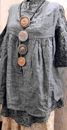 The buttons have got to go, way too big but the rest is nice Textile Jewelry, Fabric Jewelry, Boho Jewelry, Jewelry Art, Jewellery, Handmade Necklaces, Handmade Jewelry, Filigranes Design, Textiles