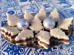 Kerst boterham (ik zou er wat smakelijker beleg op doen) Christmas Party Food, Xmas Food, Christmas Time, Holiday Treats, Holiday Fun, Holiday Recipes, Kids Food Crafts, No Cook Appetizers, Xmas Dinner