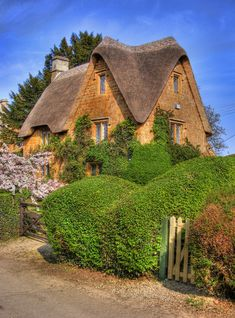 Great Tew is a beautiful little Oxfordshire Village in The Cotswolds, England Storybook Homes, Storybook Cottage, Little Cottages, Cabins And Cottages, Country Cottages, Stone Cottages, Cute Cottage, Cottage Style, Great Tew