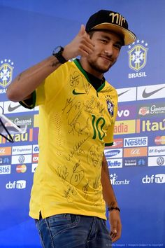Neymar Photos Photos - Neymar attends a press conference on July 2014 in Teresopolis, Brazil. Soccer Stars, Football Soccer, Lionel Messi, New England Patriots, Neymar Pic, Soccer Quotes, Old Trafford, Uefa Champions League, My Guy