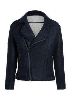 Die Biker Jacket von MAC Jeans ist eines unserer neuesten Stücke für die Herbstsaison 2017! Die Materialien wurden aufwendig verarbeitet und sorgen nicht nur für einen tollen Look, sondern auch für einen außerordentlichen Tragekomfort!