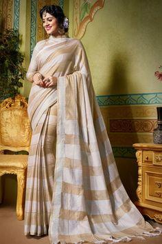 Tarun Tahiliani at India Couture Week 2016 Indian Designer Sarees, Indian Sarees Online, Tarun Tahiliani, Art Silk Sarees, Banarasi Sarees, Casual Saree, Traditional Sarees, Traditional Outfits, Couture Week