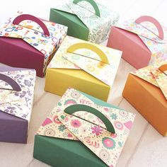 Handle Boxes are one of those few types of packaging that are commonly used for premium products of all kinds.  #packaging #handleboxes #ecofriendly #reuseable #designer #customized #brand #product #GoCustomBoxes #USA Bakery Packaging, Types Of Packaging, Custom Boxes, No Bake Cake, Handle, Gift Wrapping, Baking, Inspiration, Image