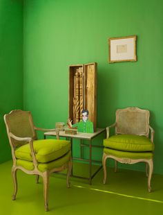 Green room /Doug Meyer Interior New York Feng Shui, Living Room Green, Great Wall Of China, Interior Decorating, Interior Design, Green Colors, Neon Green, Colorful Decor, Diy Wall Art