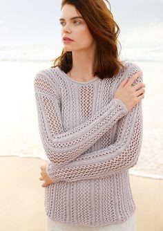 Pullover mit Lochmuster  Das leicht glänzende Garn aus Seide mit Baumwolle macht diesen Pullover mit senkrechten Lochmusterstreifen zum Lieblingsstück. Die Farbe Silbergrau kann man gut mit Weiß, Creme oder aber auch mit Dunkelgrau kombinieren.