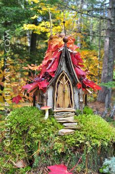 This is the custom ferie house SJS built for me. My wish list: autumn, moss, stone, birch bark, acorn, LoTR style.